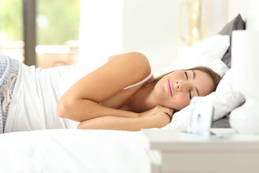 8 cibi che ti aiutano a dormire bene