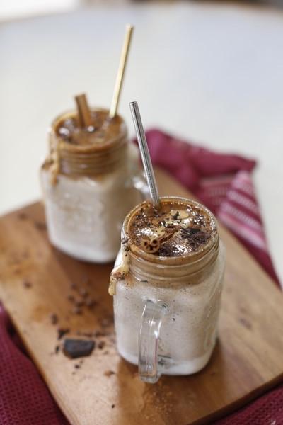 Frullato di Caffè, Burro di Mandorle e Cannella