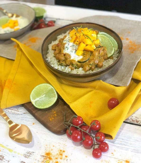 Curry di Ceci con Mango e Salsa di Yogurt