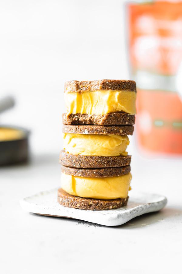Sandwiches Helados de Mango y Jengibre