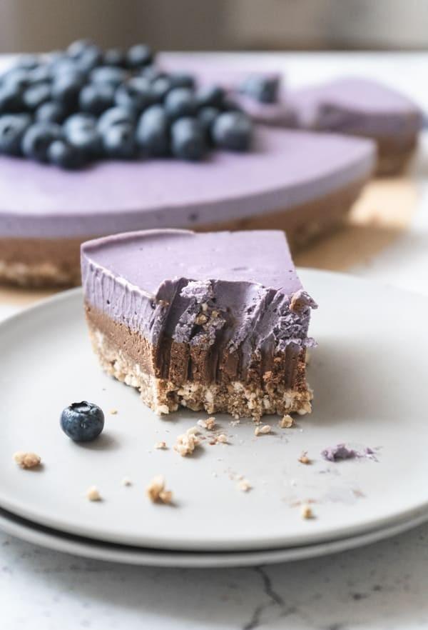 Cheesecake em Camadas de Cacau e Mirtilos