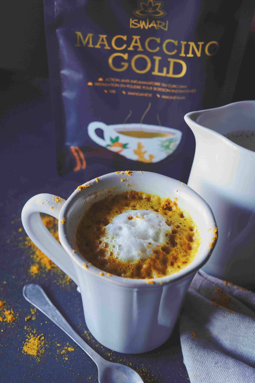 Bebida Quente de Macaccino Gold