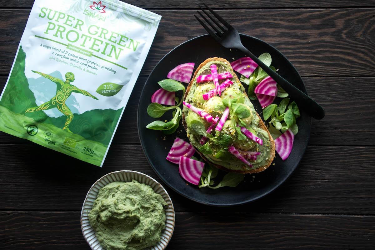 Hummus de Aguacate y Proteína Verde
