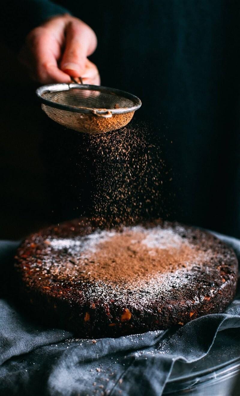 Carob and hazelnut pie