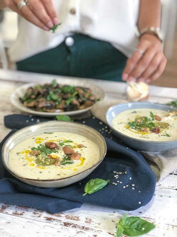 Gazpacho Bianco con Funghi, Aglio e Coriandolo